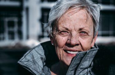Comment garder une personne âgée à domicile ?